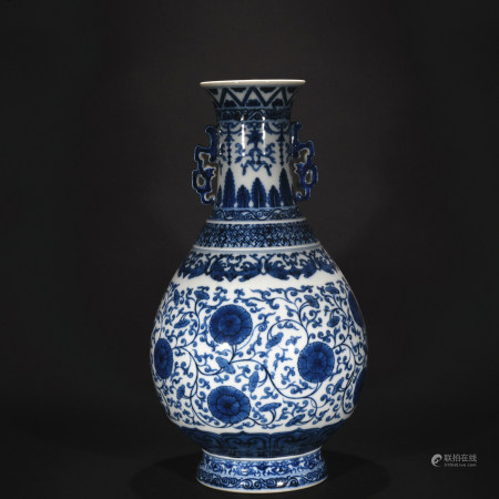 Qing Dynasty blue-and-white double ear vase with flower mission