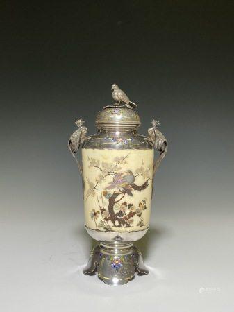芝山蒔繪花鳥紋飾壺