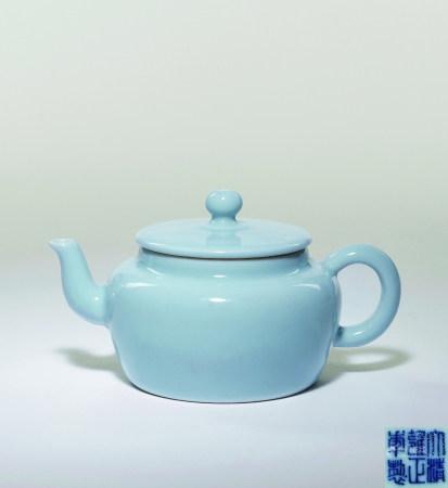 清雍正 天藍釉素身茶壺