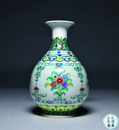 清雍正 鬥彩花卉紋瓶