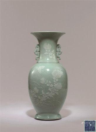 清 冬青釉花蝶紋大花瓶