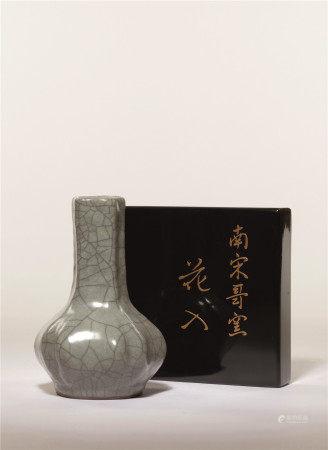 宋 哥釉萎角小花瓶