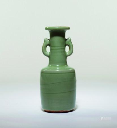 元 七官青瓷雙耳盤口瓶