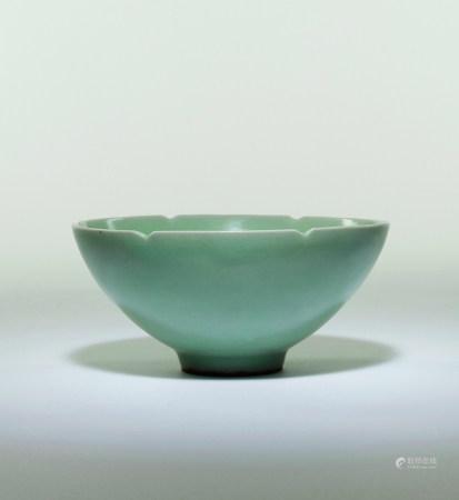 宋-元 龍泉青瓷花口碗