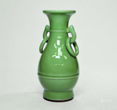 明 龍泉青瓷環耳瓶
