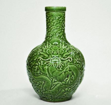 青瓷高浮雕龍紋瓶