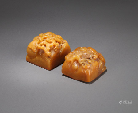 A PAIR OF CHINESE TIANHUANG SEALS, INSCRIBED: 'XIAN', 'FENG', QING DYNASTY