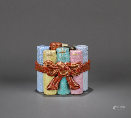 A CHINESE FAMILLE ROSE BOX, QIANLONG MARK, QING DYNASTY