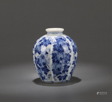 A SMALL CHINESE BLUE AND WHITE JAR, YONGZHENG MARK,  QING DYNASTY