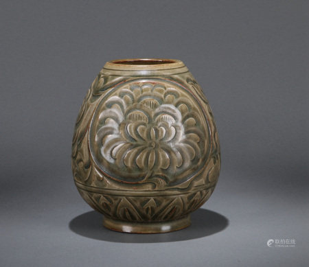 A CHINESE YAOZHOU TYPE JAR, MING OR EARLIER