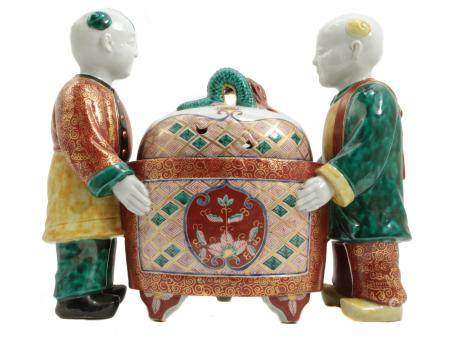 A FRENCH PORCELAIN CHINOISERIE GROUPING 19TH C