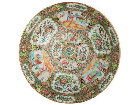 A CHINESE 18TH CENTURY FAMILLE ROSE LARGE BOWL