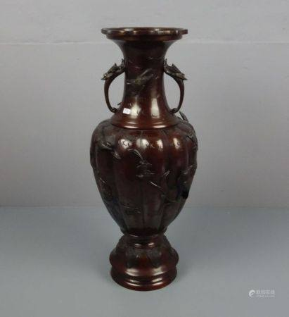 BODENVASE AUS METALL / chinese metal vase, China, 20. Jh., brüniertes Metall, unter dem Stand mit