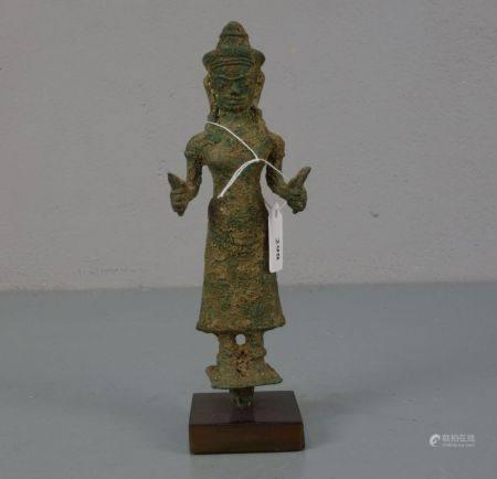 """SKULPTUR / sculpture: """"Prajnaparamita"""" im Baphuan-Stil, Bronze, patinierter Grabungsfund, montiert"""