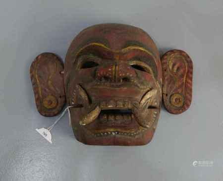 BALINESISCHE MASKE / mask, Bali, Holz, geschnitzt und farbig gefasst, um 1920. Aufgewölbte Maske mit