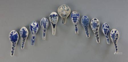 KONVOLUT VON 11 LÖFFELN, Porzellan, China, um 1900. Unterschiedliche Formen und Dekore in