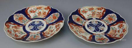 PAAR CHINESISCHE SCHALEN / pair of chinese bowls, Porzellan (ungemarkt). Flach gemuldete Schale