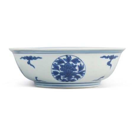 A BLUE AND WHITE 'MEDALLION' BOWL,  WANLI MARK AND PERIOD
