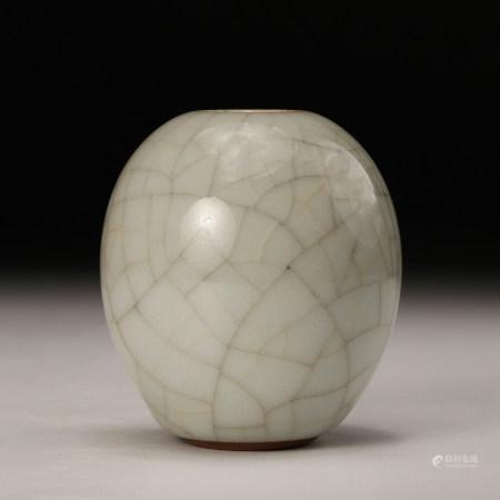 A Chinese Crackle Glazed Porcelain Vase