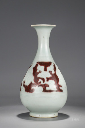 A Chinese Iron Red Dragon Porcelain Vase