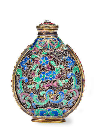 A SILVER FILIGREE AND INSET GLASS SNUFF BOTTLE  Imperial palace workshops, 1750-1820