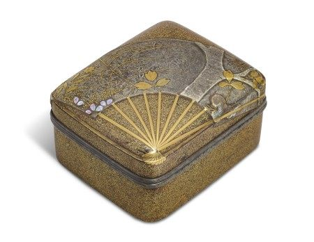 A SMALL LACQUER BOX (KOBAKO) WITH AN OPEN FAN