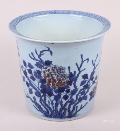 "An Imari style planter with chrysanthemum decoration, 7 1/2"" high"