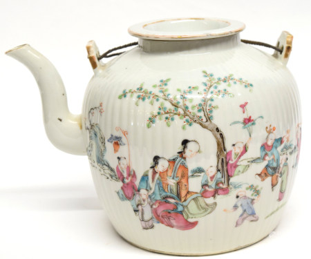Large Chinese porcelain kettle decorated in polychrome with Chinese characters on a ribbed body,