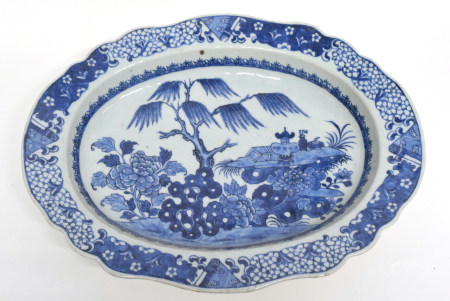18th century Chinese export dish, blue and white decoration, 38cm long