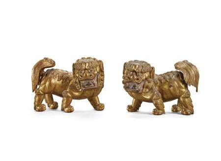 A PAIR OF GILT-LACQUERED WOOD LIONS