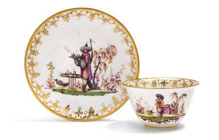 TEA BOWL AND SAUCER WITH CHINOISERIE DECORATION  - Meissen, ca. 1722-24.  - With [...]
