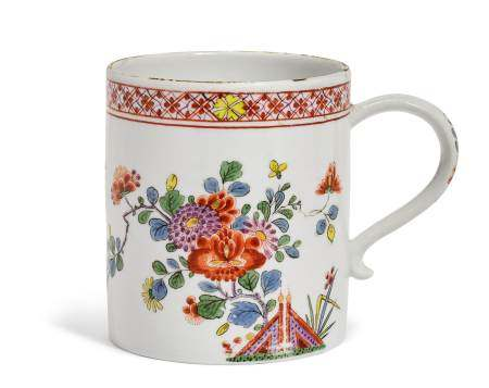 BEAKER WITH KAKIEMON DECORATION  - Meissen, ca. 1740.  - Painted with flowers and two [...]