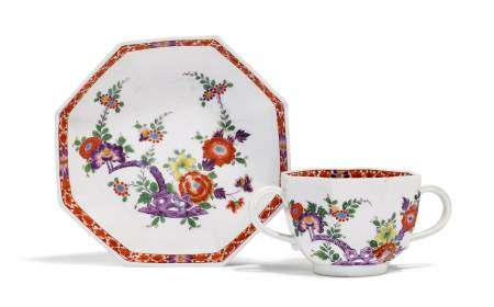 CUP AND SAUCER  - Meissen, ca. 1730.  - Painted with Kakiemon decoration. Underglaze [...]