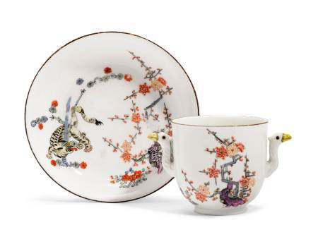 """CUP AND SAUCER FROM THE """"YELLOW LION"""" SERVICE  - Meissen, ca. 1740.  - Underglaze [...]"""