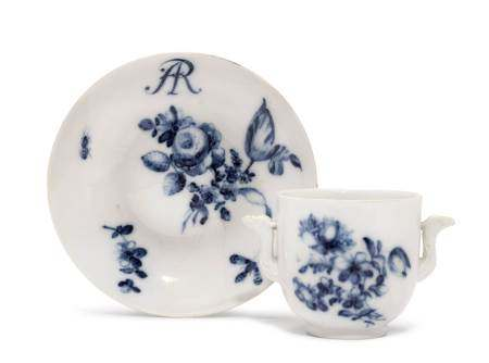 AUGUSTUS REX CUP AND SAUCER FOR THE WARSAW PALACE  - Meissen, ca. 1730. Paintwork by [...]