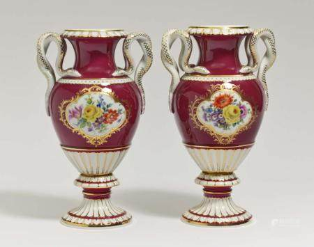 A pair of vases with snake handles - Meissen