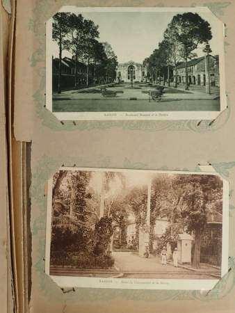 ALBUM DE CARTES POSTALES D'INDOCHINE. 46 pages de 4 cartes postales chacune, soit 184 [...]