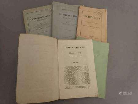 1864 Un ensemble de cinq plaquettes et livres brochés provenant de la bibliothèque [...]