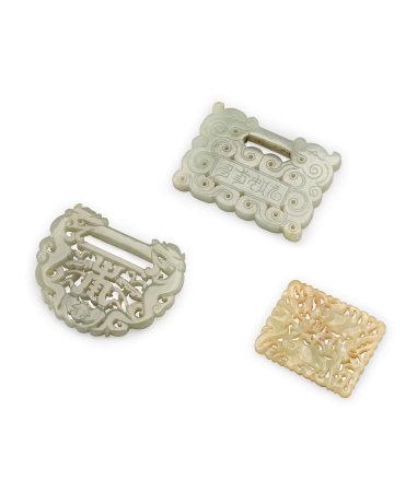 清 青白玉鏤雕珮飾 三件一組