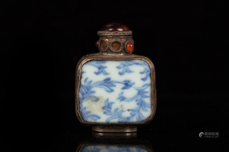BLUE AND WHITE AND FILIGREE SNUFF BOTTLE