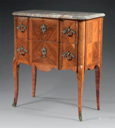 An Oakwood Chest of Drawers