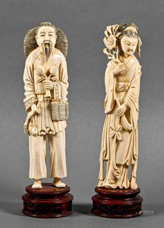 JAPON Couple de personnages en ivoire  Fin du XIXe siècle - début du XXe siècle Accidents et ma