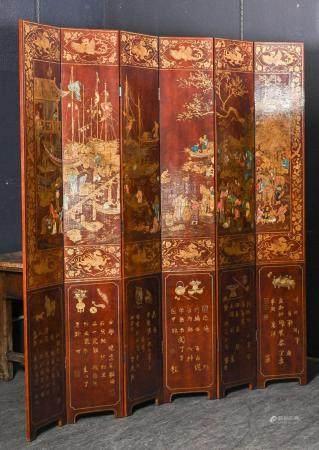 Grand paravent à six feuilles en bois laqué et doré à décor d'idéogrammes H. 220 cm L. totale 2