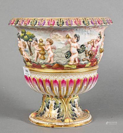 NAPLES  Vase Médicis sur piédouche en porcelaine polychrome à décor de bacantes et godrons en b