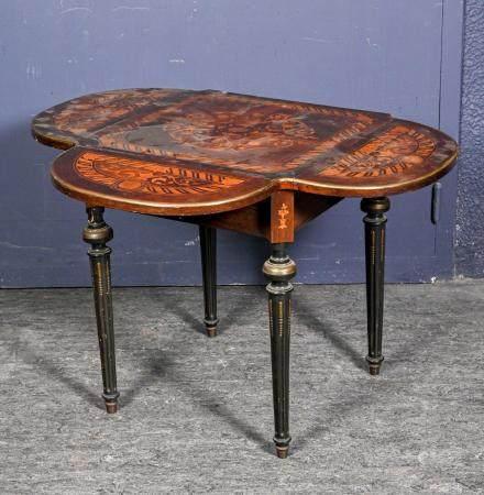Table à volets carrée en bois de placage, marquetée de rinceaux, rosaces et acanthes dans les r