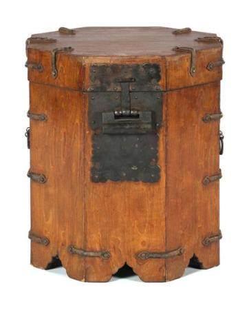Asian wooden octagonal & nbsp; travel chest with lock 42 cm high, 39 cm diameter