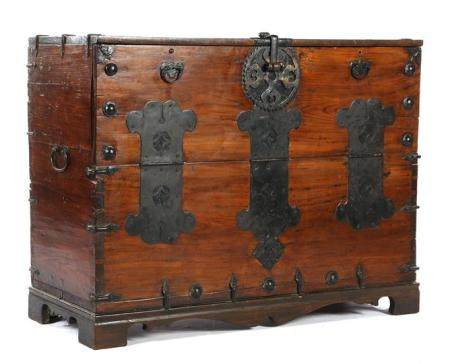 Chinese wooden box with lid and iron fittings 77 cm high, 102 cm wide, 42 cm deep