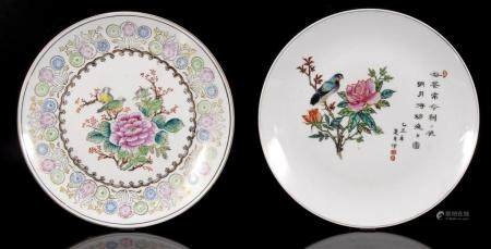 2 porcelain dishes with polychrome decoration of flowers and birds, China 20th century, 26 cm