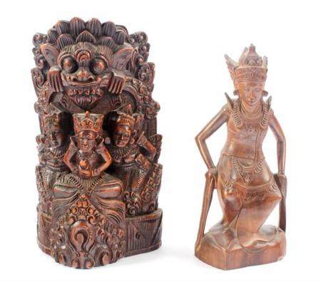 Indian wooden bombarded sculpture group 22 cm high and statue of figure with Klewangs 19.5 cm high