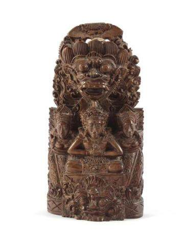 Indian wood carving object 22 cm high, 11 cm wide
